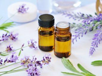 アロマオイル、精油(エッセンシャルオイル)、香料の違いとは?